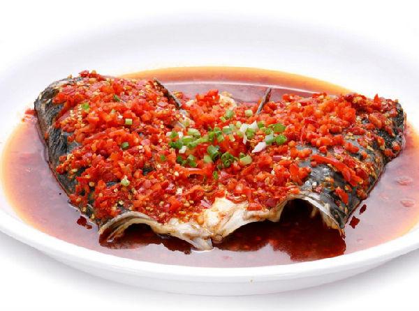 湖南剁椒鱼头_湖南湘潭的剁椒鱼头是在大街小巷的大小餐馆酒店都