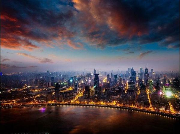 而在众多的城市风景图中,城市的鸟瞰图却是这些城市风景画中最靓丽的