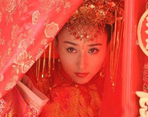 女星古装新娘造型 回眸一笑倾人城图片