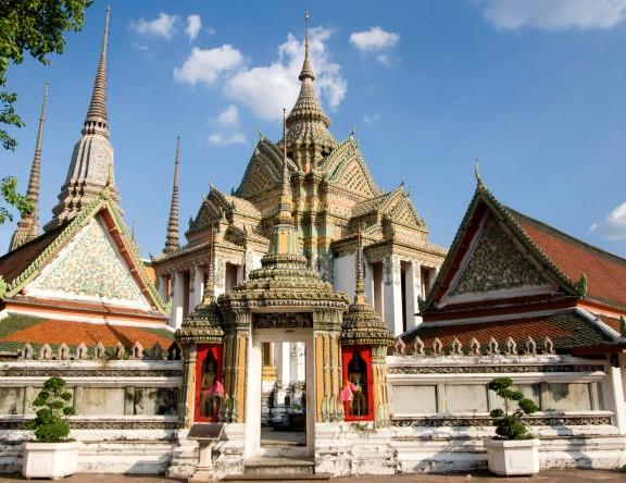 """是泰国最古老的寺庙之一,有一系列佛寺之""""最"""",最古老,最大卧佛,佛塔最"""