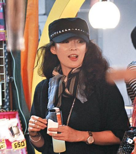 萧蔷在《十足女神范》节目中遭男嘉宾挑衅而晒素颜照