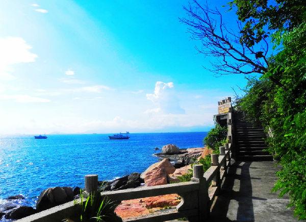 荷包岛的千人寻缘嘉年华,桂山岛的渔家美食,万山岛的妈祖文化旅游节