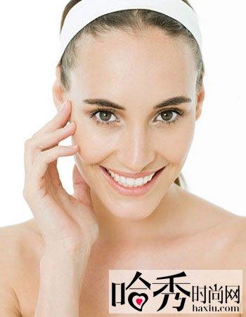 去黑头鼻贴的正确用法   步骤一:温水洗脸,热毛巾敷脸.